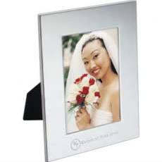 "Home & Family - Radiance - Silver-plated steel frame that holds a 3.5"" x 5"" photo"